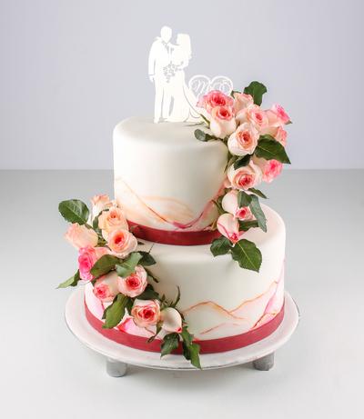 Tort pentru nunta cu flori vii