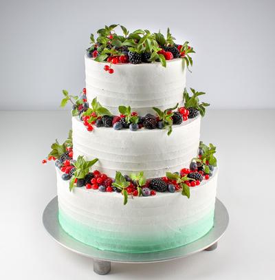 Tort pentru nunta cu fructe de pădure