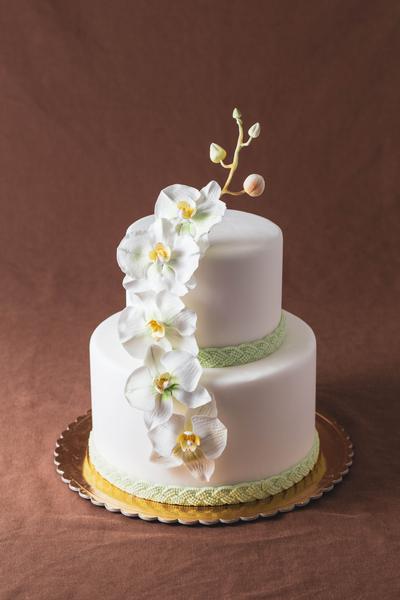 Tort pentru nuntă cu orhidee
