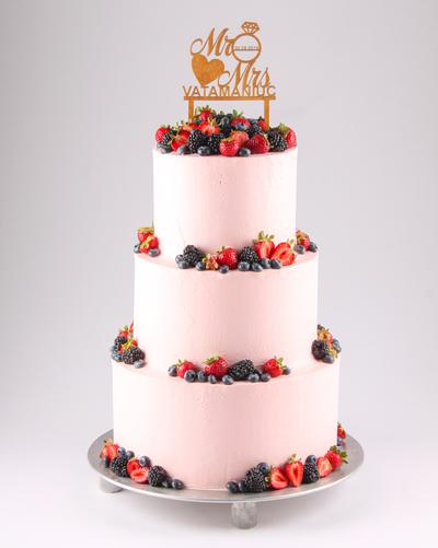 Tort pentru nuntă cu fructe